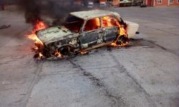 На Буковині через вибух балончика загорівся автомобіль