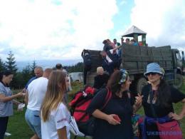 На Буковині на горі Томнатик проходить етно-фестиваль (фото)
