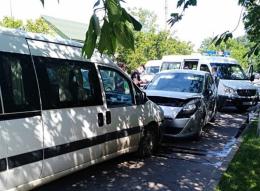 """У Чернівцях на Калічанці лоб в лоб зіткнулись """"Renault"""" і """"Fiat"""""""