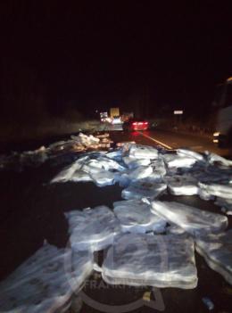 Зіткнулись дві вантажівки з Буковини, один із водіїв у лікарні (фото)