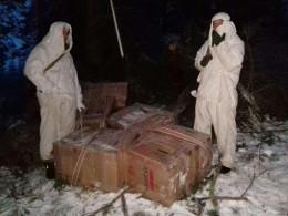 Буковинські прикордонники знайшли схованку з контрафактним куривом
