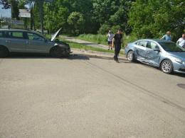 """На Руській у Чернівцях зіткнулися два автомобілі """"Volkswagen"""" (фото)"""