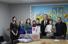 На Буковині ще двом дітям-сиротам вручили документи на житло