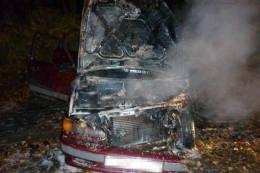 На Буковині на ходу зайнялося і згоріло авто
