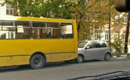 У Чернівцях маршрутка врізалась в легковик