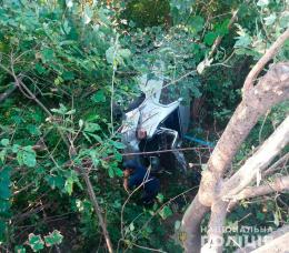 У Чернівціх правопорушника, який на викраденому автомобілі злетів з мосту, посадили під домашній арешт