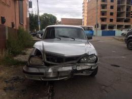 У Чернівцях п'яний водій «Волги» без документів врізався у Renault