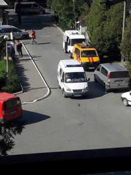"""У Чернівцях на Фастівській """"замінували"""" лікарню (фото)"""