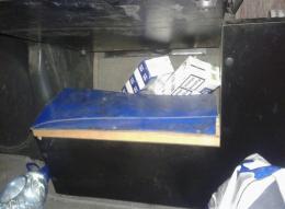"""На Буковині в пункті пропуску """"Порубне"""" прикордонники конфіскували вантажівку """"МАН"""" за 50 пачок цигарок (фото)"""