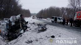 Поліція Буковини встановлює причини ДТП, в якій одна людина загинула та шестеро травмувалися