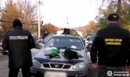 У Чернівцях поліцейські задокументували зберігання наркотиків військовослужбовцем