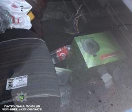 У Чернівцях затримали злодіїв, які зламали двері та обікрали авто