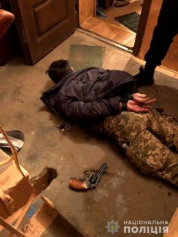 У Чернівцях на Руській хуліган підстрелив чоловіка