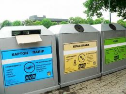 У Новоселиці закупили 1600 контейнерів для відходів та сміттєвоз (відео)