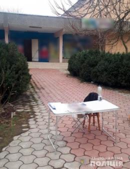 На Буковині невідомий чоловік пошкодив агітаційний намет та втік