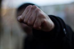 За грабіж з фізичним насильством 35-річний чернівчанин отримав 4,5 роки позбавлення волі
