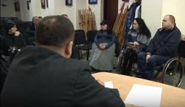 Люди з інвалідністю у Чернівцях досі не можуть користуватися громадським транспортом (відео)