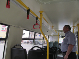 У Чернівцях перевізники показали, як пасажири нищать нові автобуси (фото)