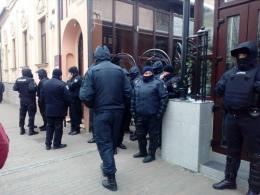 В центрі Чернівців силовики заблокували приміщення ресторану і нічного клубу