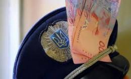 На Буковині судитимуть екс-поліцейського, якого спіймали на хабарі 350 доларів