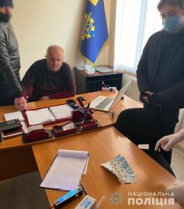На хабарі затримали керівника Укртрансбезпеки у Чернівецькій області (фото)