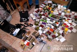 На Буковині поліція викрила підпільний магазин зброї (фото)