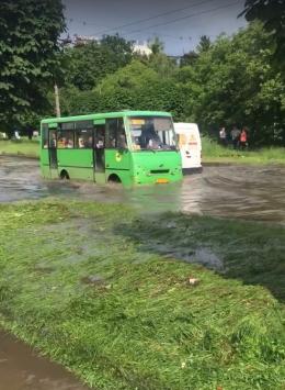 У Чернівцях через зливу знову затопило вулиці (фото)