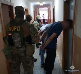У Чернівцях поліція затримала молодиків, які збували наркотики через Telegram (фото)