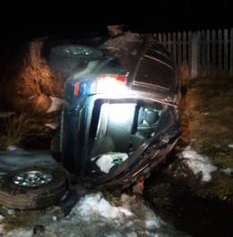 На Буковині нетверезий водій позашляховика протаранив кілька авто та злетів до канави (фото)