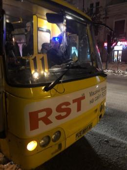 У Чернівцях водій маршрутки відмовився їхати та висадив пасажирів (відео)