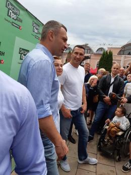 У Чернівцях ярмаркували Віталій та Володимир Клички (фото)
