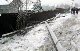 На Буковині легковик ВАЗ 2109 збив бетонну електропору, яку два тижні тому зруйнував легковик ВМW.