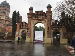 Ворота в Чернівецькому університеті протаранюють не вперше