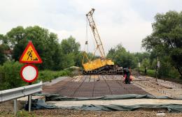 На Буковині обвалилась частина моста, який недобудували