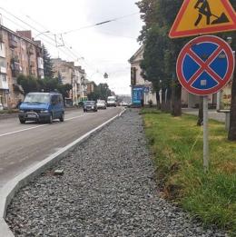 У Чернівцях біля дитячої поліклініки на проспекті облаштують парковку