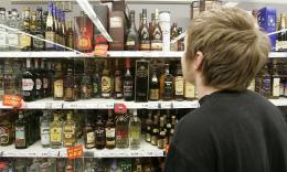 Фіскали на Буковині виявили порушення при торгівлі цигарками і алкоголем у 134 бізнесменів