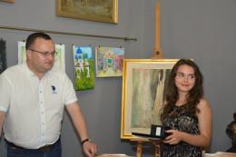 Чернівецька школярка отримала Подяку та цінний подарунок