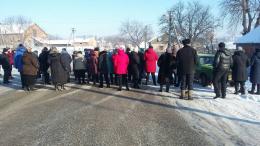 Через закриття дільничної лікарні на Буковині люди перекривали дорогу
