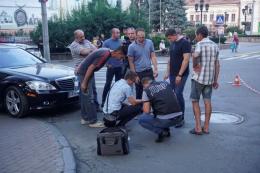 У центрі Чернівців ДБР затримало двох чоловіків (фото)