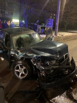 У Чернівцях біля онколікарні зіткнулись два авто, є постраждалі
