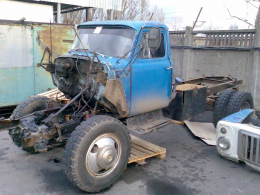 У Чернівцях під час ремонту вантажівки загинув чоловік