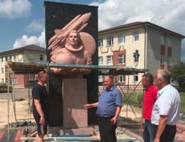 У селі на Буковині встановлюють пам'ятник Леоніду Каденюку.