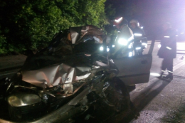 На Буковині рятувальники деблокували понівечене тіло загиблого водія (фото)
