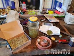 На Кіцманщині жінка вирощувала коноплі