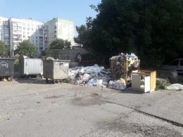 Чернівці на вихідні залишились із купами неприбраних відходів