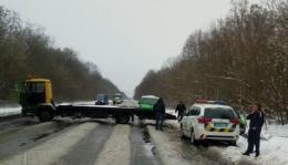 На Буковині поблизу Мамаївців перекинулася інкасаторська машина (відео)