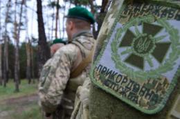 На Буковині в Красноїльську близько двадцяти осіб напали та побили прикордонників