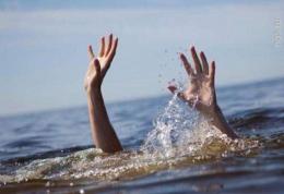 На Буковині в озері потонув 37-річний чоловік