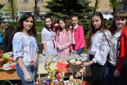 На виставці-ярмарку «Великодні дзвони» зібрали понад 60 тисяч гривень для чернівецьких бійців