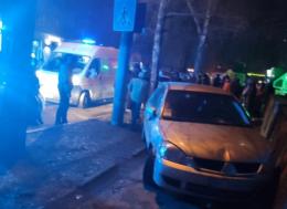 """У Чернівцях на Небесної Сотні п'яний водій на """"Mitsubishi"""" збив юнака (фото)"""